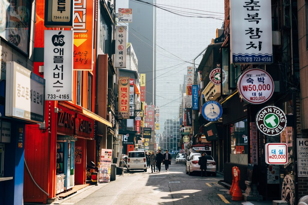 best area to stay in seoul for tourists